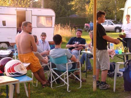 http://fordpflanzen.de/bilder/zottel/2002_Nachtreffen/all/09140272.jpg