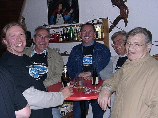http://fordpflanzen.de/bilder/zottel/2004_Nachtreffen_live/09250010.jpg